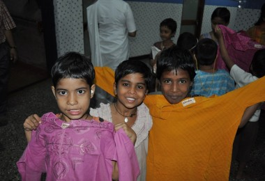 Fab India Clothes Distribution – Mukta Jivan, Vehloli (2010)